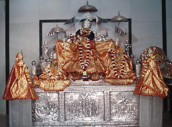 явление Шримати Джахнави-деви, супруги Господа Нитьянанды